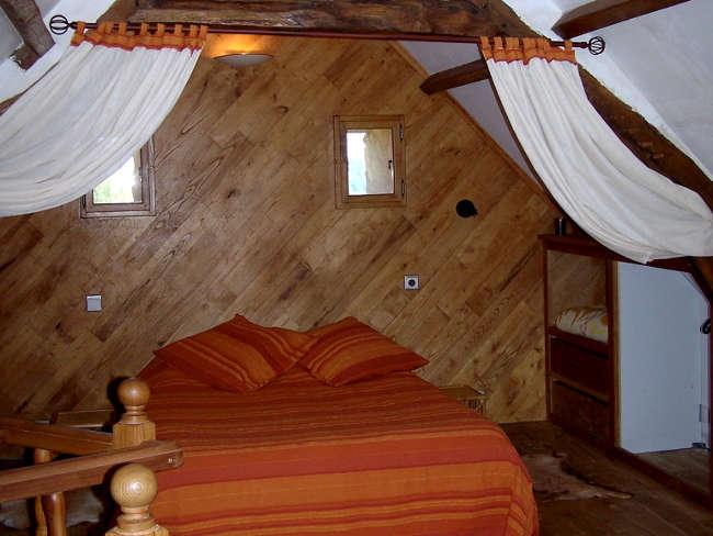 Pré Le Terme, chambre principale avec lit double, au Buisson de Cadouin