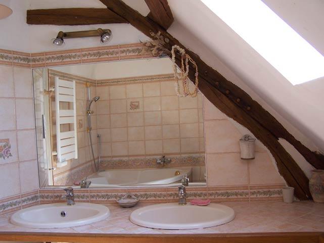 Pré Le Terme, la salle de bain, au Buisson de Cadouin