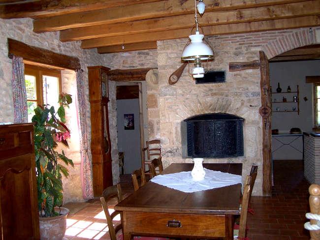 Pré Le Terme, le salon rustique du gîte, au Buisson de Cadouin